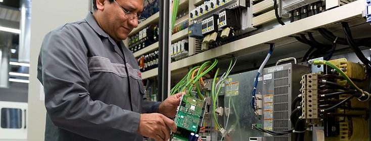 Field Service Elektrische Antriebe und Steuerungen